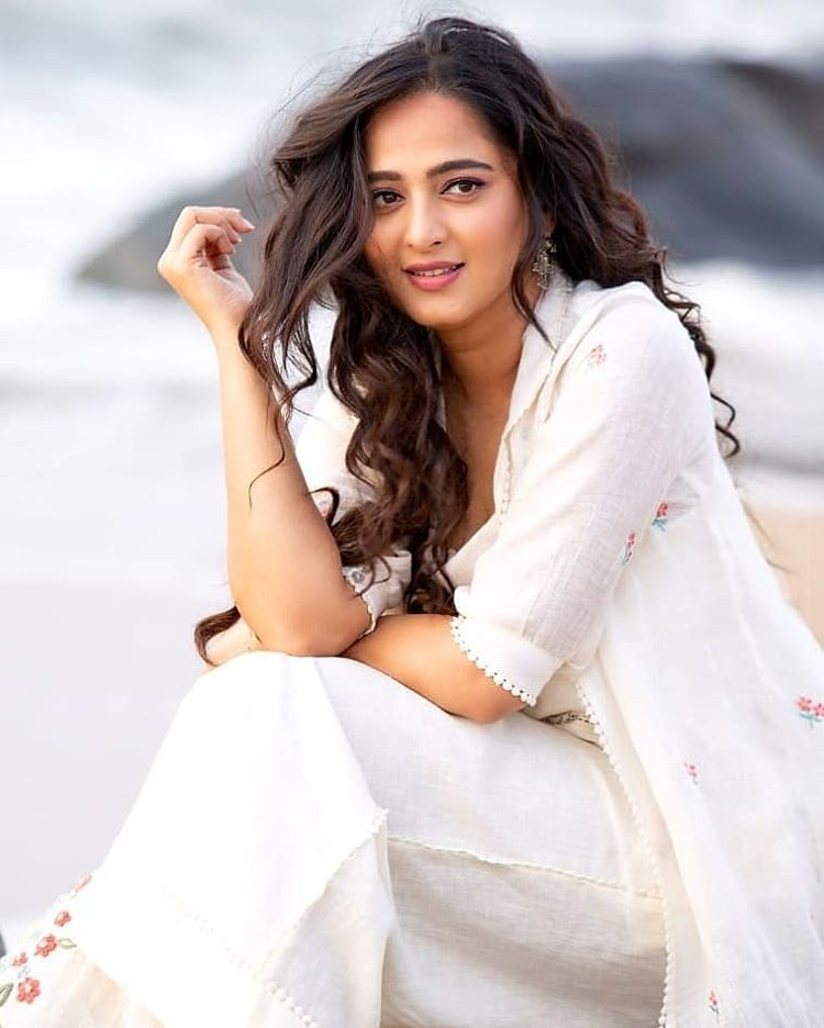 anushka shetty white dree  photo