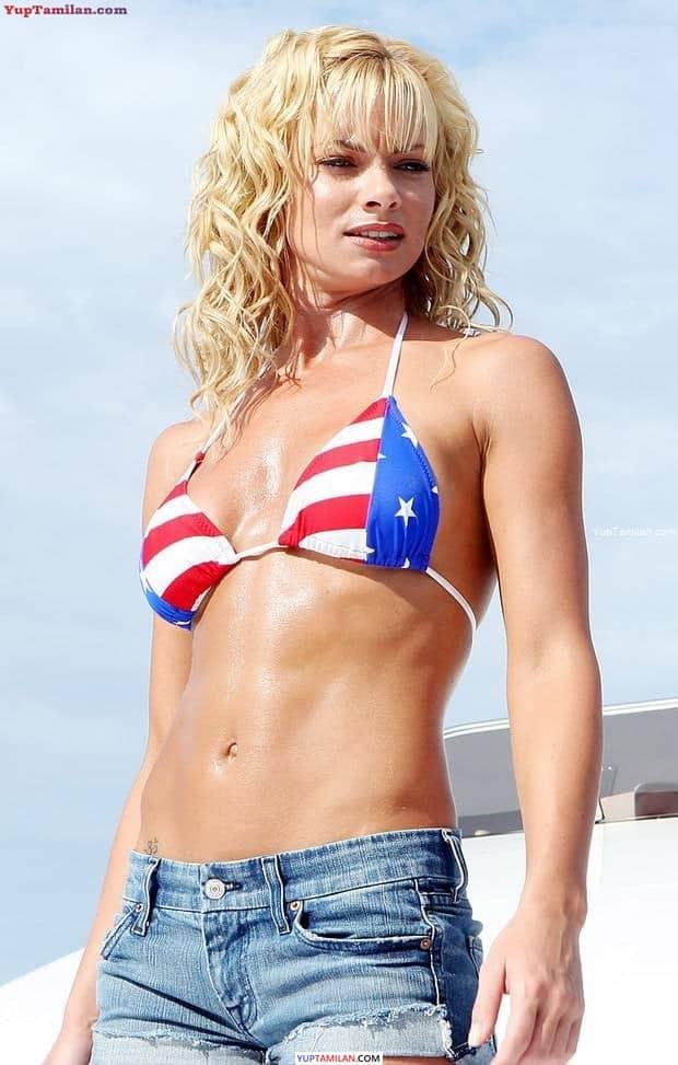Jamie Pressly Sexy Bikini Photos & Hot Lingerie Photoshoot Pictures