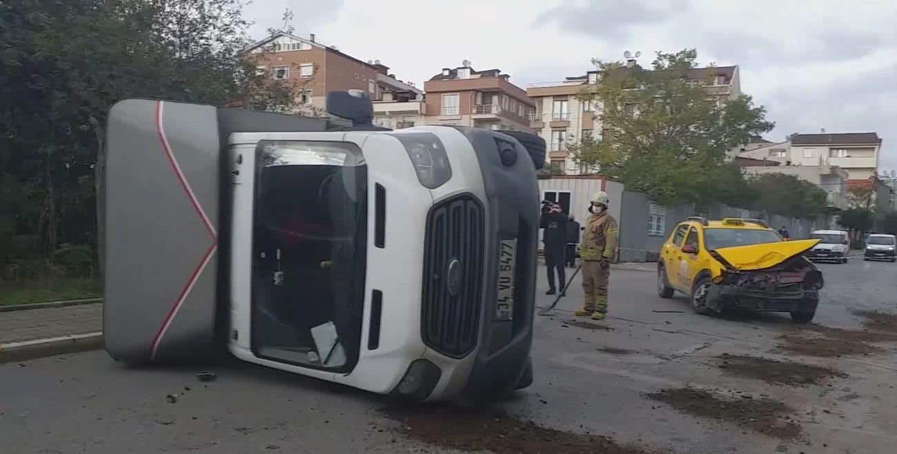 Ticari taksi ile kamyonet çarpıştı: 2 yaralı