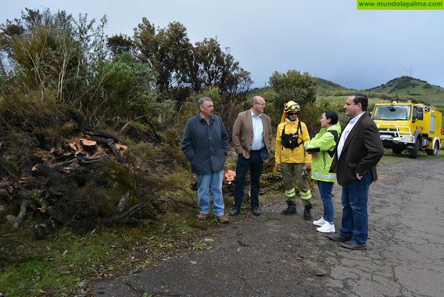 Anselmo Pestana y varios consejeros visitan la zona afectada por el incendio de Garafía