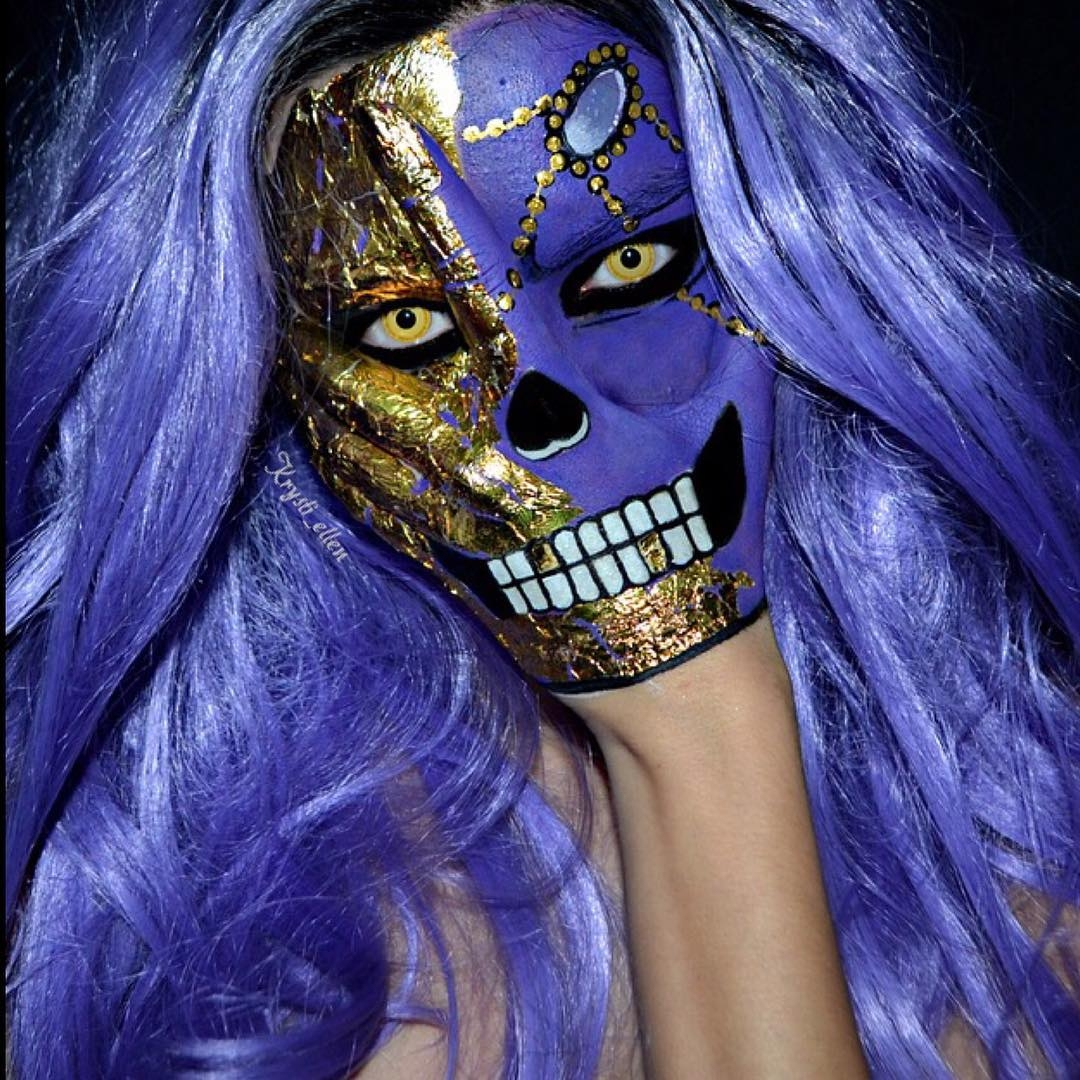 13-Royalty-Skull-Krysti-Ellen-Body-Painting-Face-plus-a-Hand-www-designstack-co
