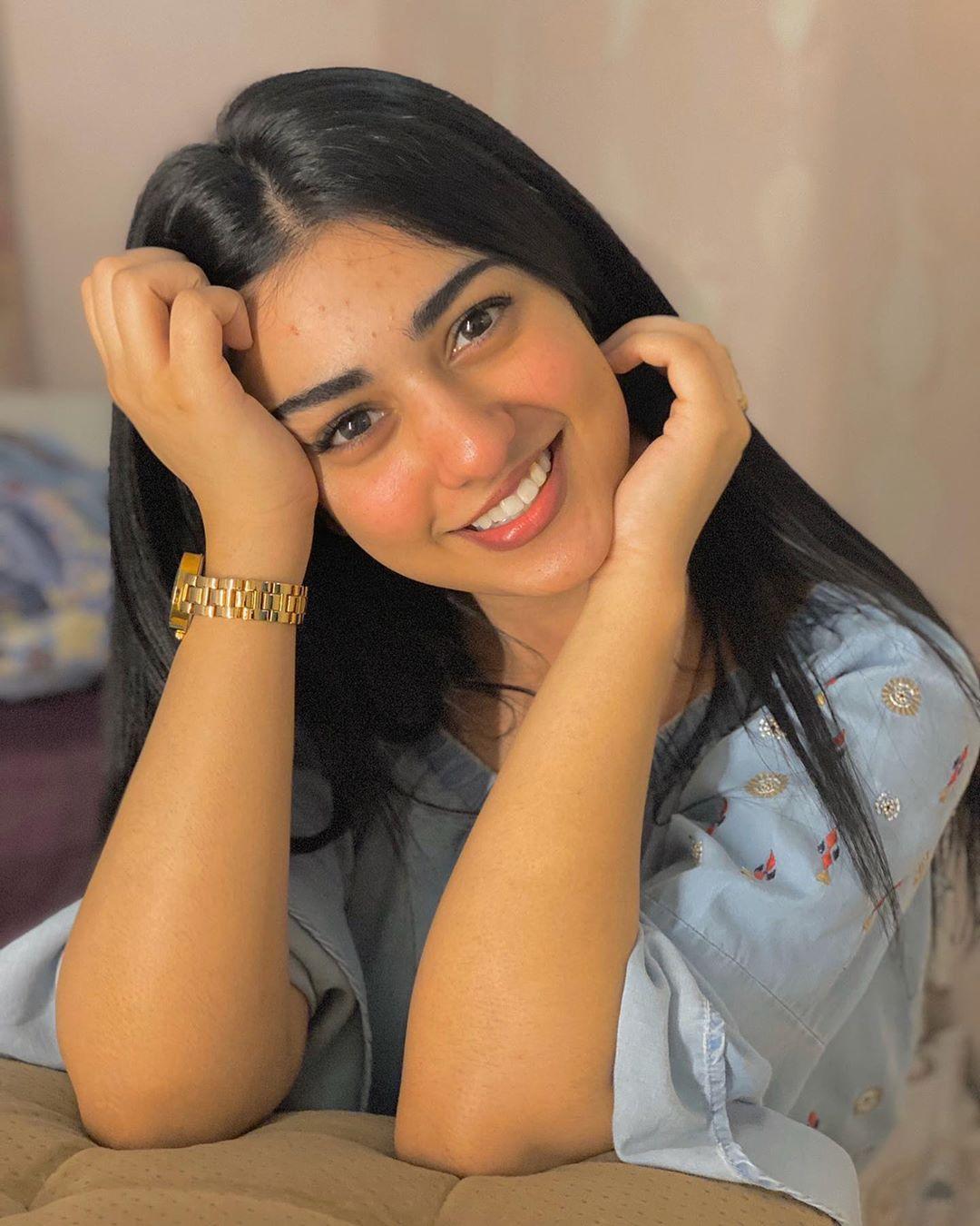 Sarah Khan Smile Photo