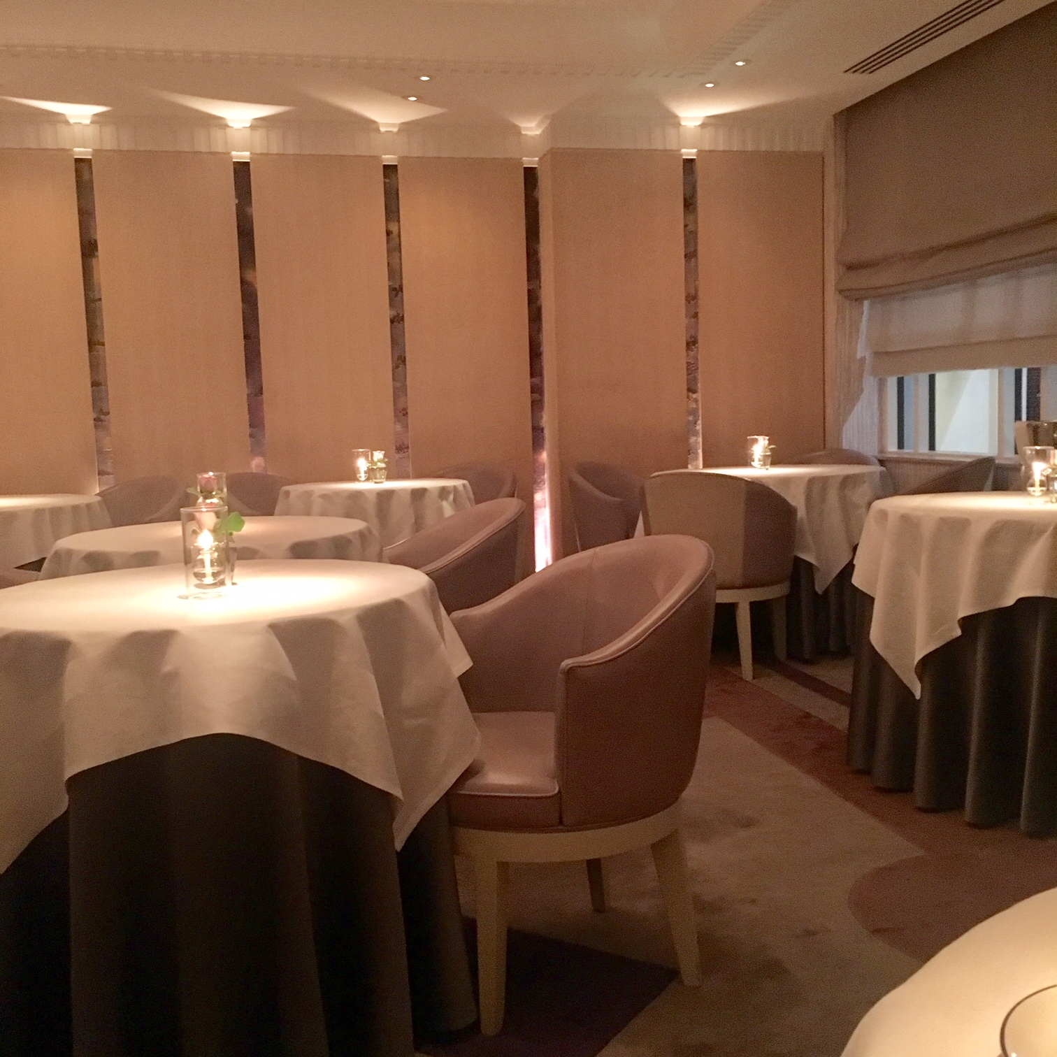 The Food Seeker What S It Like Dining Solo At A 3 Michelin  # Muebles Duk Oiartzun