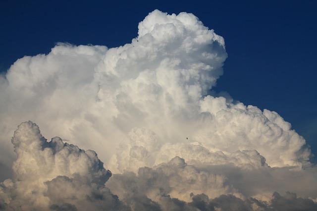 Pembentukan Awan merupakan Perubahan Fisika. Dapatkah Kamu Menjelaskannya?