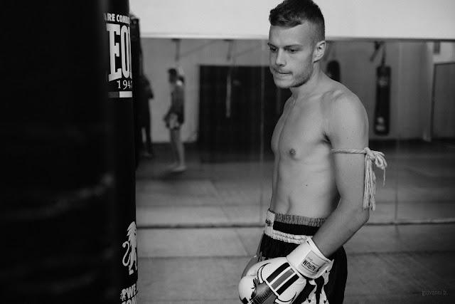Ritratto fotografico di Andrea D'Avino, atleta di Muay Thai