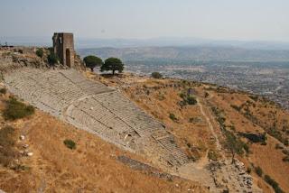 9. Teater Pergamum