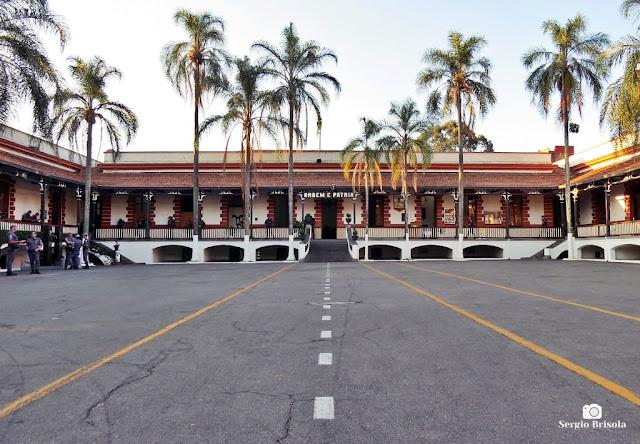 Vista ampla do pátio interno do Quartel do 2° Batalhão de Polícia de Choque - Luz - São Paulo