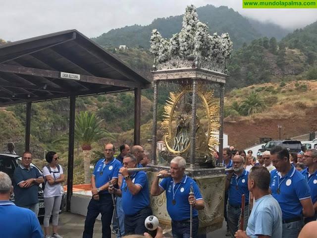 Senderistas y ciclistas realizaron su tradicional ofrenda a la Virgen de Las Nieves