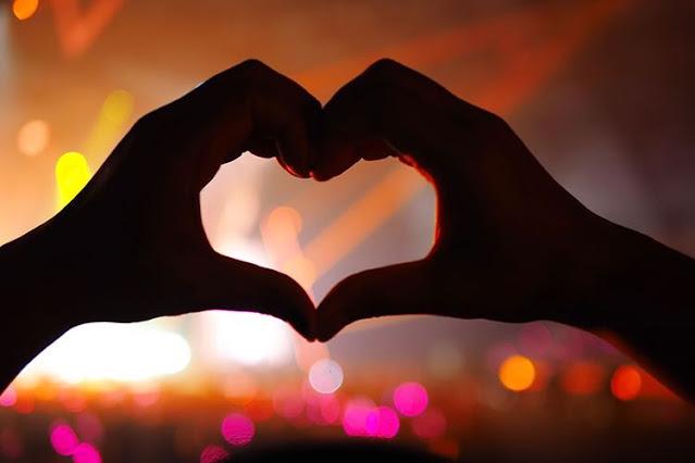 Gambar love tangan romantis