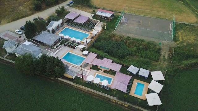 Οι σύγχρονες εγκαταστάσεις beach volleyball  Άμπλας Ίαμα στη Στερεά Ελλάδα