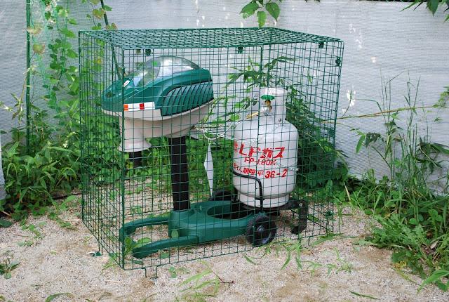 プロパンガス:こども園様に蚊取り装置(モスキートマグネット)を設置しました。