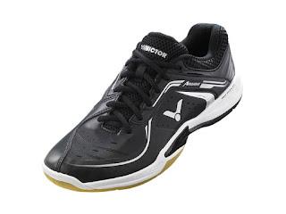 memilih sepatu badminton
