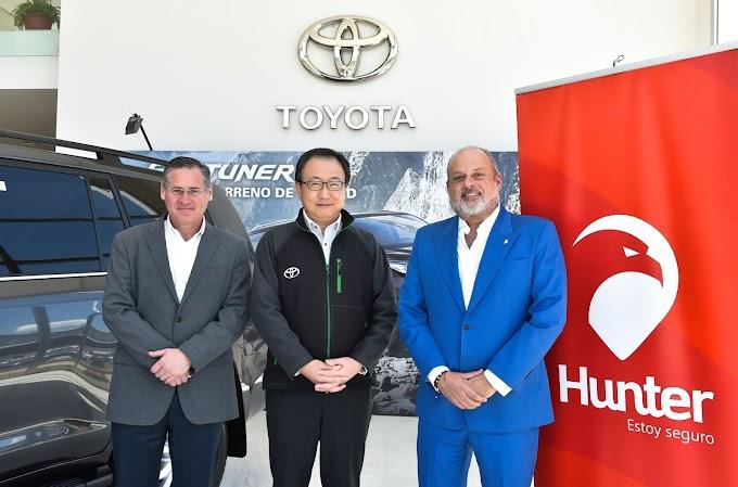 Hunter y Toyota del Ecuador renovaron convenio de cooperación interinstitucional