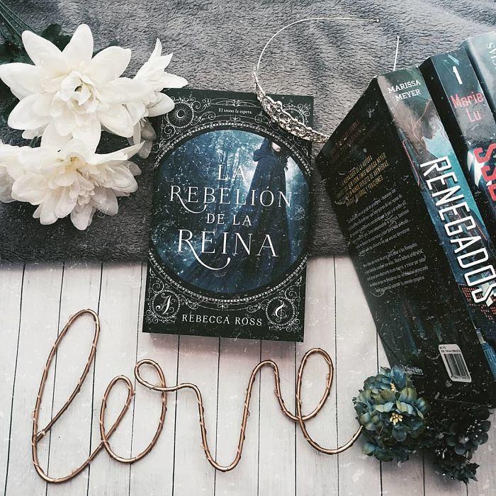 Foto del libro La rebelion de la reina de la autora Rebecca Ross