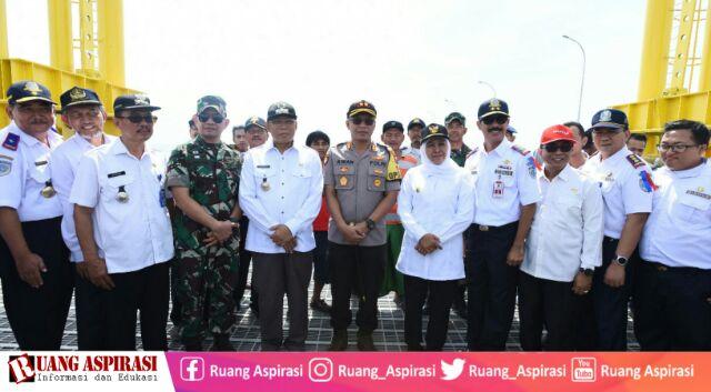 Cek Kesiapan Pengamanan Mudik di Pelabuhan Jangkar Situbondo, Gubernur Jatim Sapa Penumpang