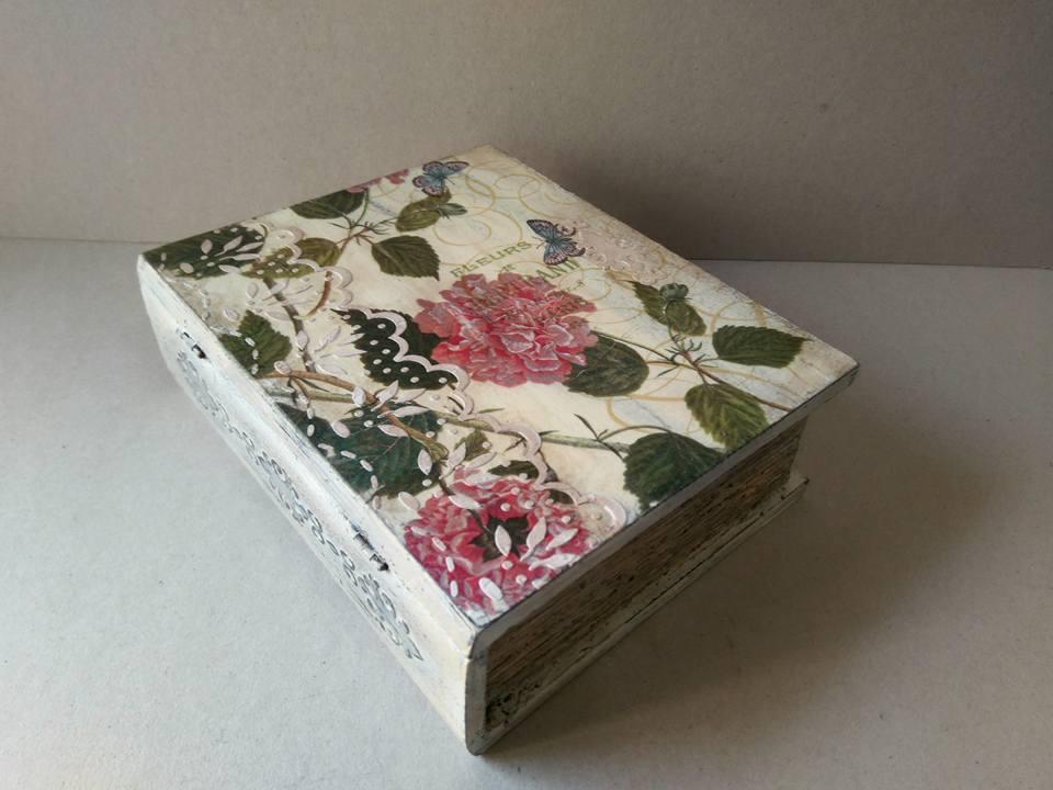 Decorar caja de madera libro vintage con decoupage y - Manualidades decorar cajas de madera ...