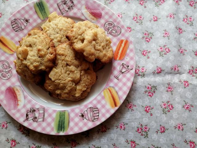 Маслени курабийки с ябълка и овесени ядки