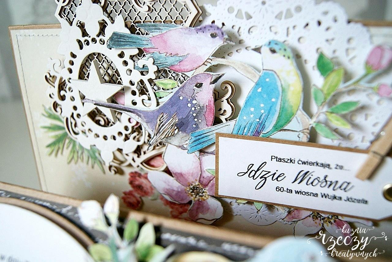 Ręcznie robiona kartka urodzinowa z ozdobnymi tekturkami, ptaszkami, kwiatami z papieru.