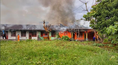 Berita Hari Ini : Bentrok di Timika Papua Makin Menjadi, Dua Rumah Warga di Bakar Habis