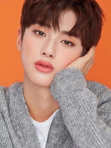 Kim Min Kyu's Thick Make Up in Cosmetics Adverts Make Netizens Shock