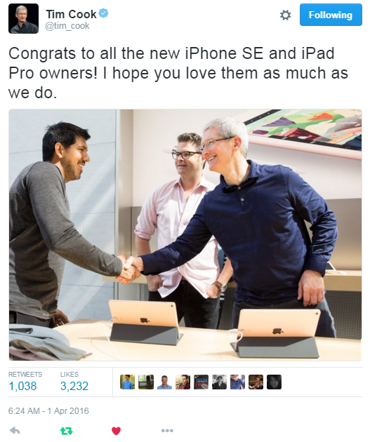 Tim Cook Apple iPhone SE