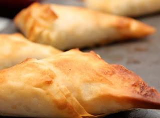 Samosas fried pastries.