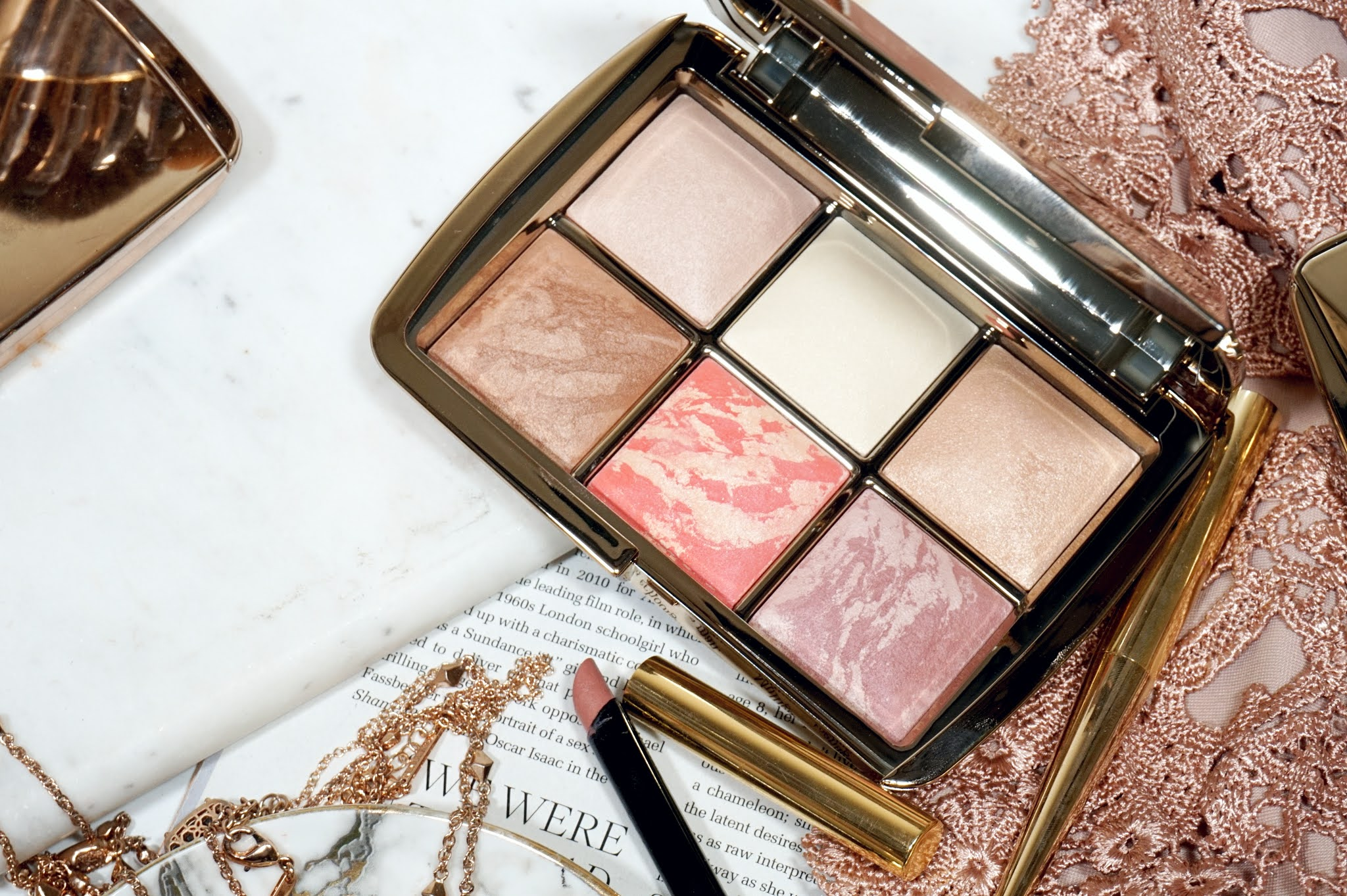 Hourglass Ambient Lighting Edit - Sculpture Review and Swatches