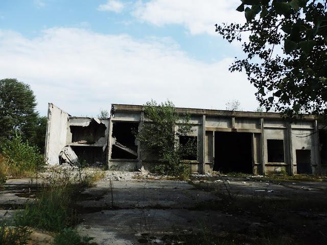 Zrujnowany budynek w Orbicie