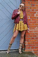 https://www.karyn.pl/2020/01/musztardowa-sukienka-i-wezowe-botki.html