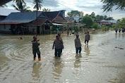 Kapolsek Baebunta Pantau Lokasi Banjir Di Desa Beringin Jaya Baebunta Selatan