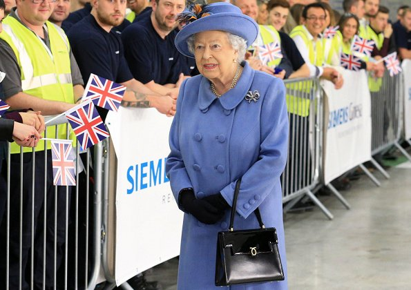 Queen Elizabeth style, fashion. Kingston upon Hull was announced the winner of UK City of Culture 2017 in 2013.