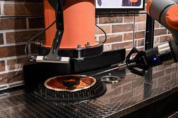 Pizzaiolo el robot que prepara 80 pizzas en una hora