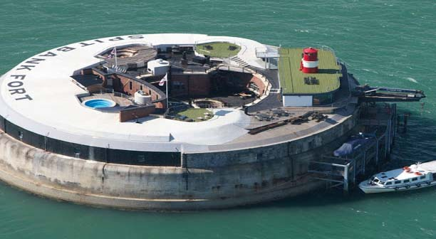 Sitting in the heart of the sea, the Spitbank Fort at Portsmouth, England is an idiosyncratic spherical solid construction. Formerly, a fort is now changed into an extravagance secluded island hotel offering facilities of fire pit, sauna and a pool on the rooftop.    A supposed ghost as well live in this fort, which will provide you an exclusive experience.