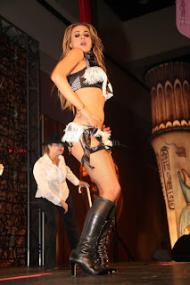 Carmen-Electra-Performing_12+%7E+SexyCelebs.in+Exclusive.jpg
