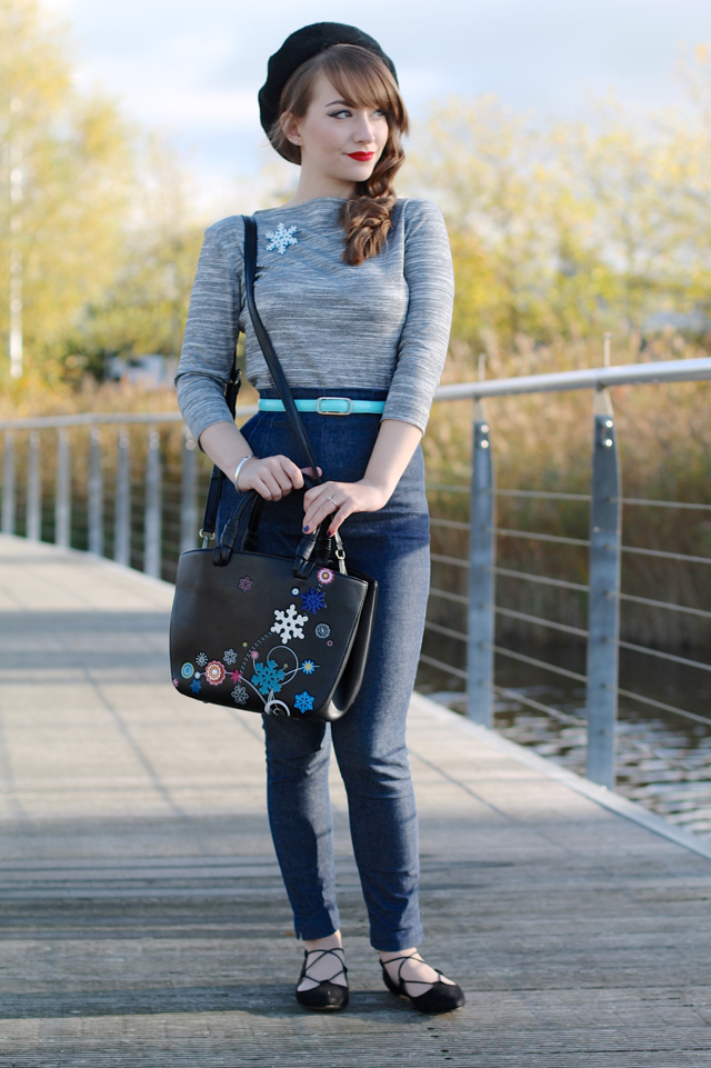 Casual 50s inspired winter outfit, feat. Vivien of Holloway slash neck top, Bernie Dexter capri pants, Erstwilder snowflake brooch and Vendula snowflake bag