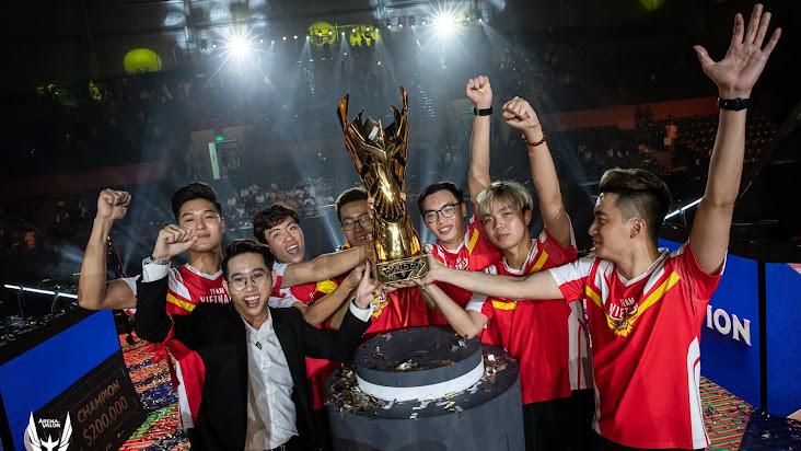 """[Liên Quân Mobile] """"Dăm ba con gấu sao bằng trâu Việt Nam!"""" - Cộng đồng LQM bùng nổ cảm xúc sau chức vô địch AWC của Team Flash"""
