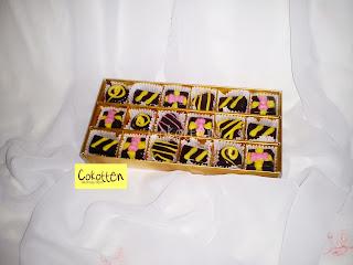 Cokelat Praline dalam Boks Rp. 45.000 (isi 16) Rp. 50.000 (isi 18) Rp. 80.000 (isi 32)