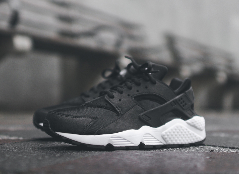 1fc19b4ab34 HUARACHE KICKS  NIKE AIR HUARACHE BLACK WHITE