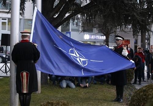 Σκόπια: Ένας χρόνος από την ένταξη στο ΝΑΤΟ