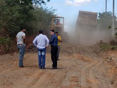 Prefeito de Jaguarari acompanha de perto trabalho de recuperação das estradas vicinais