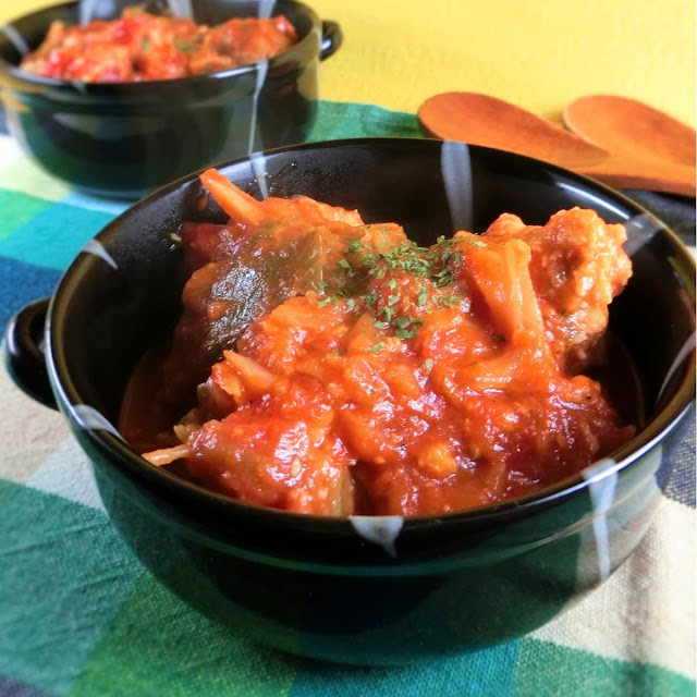 圧力鍋で煮込むだけ!ふわふわ鶏肉団子とキャベツのトマト煮込み