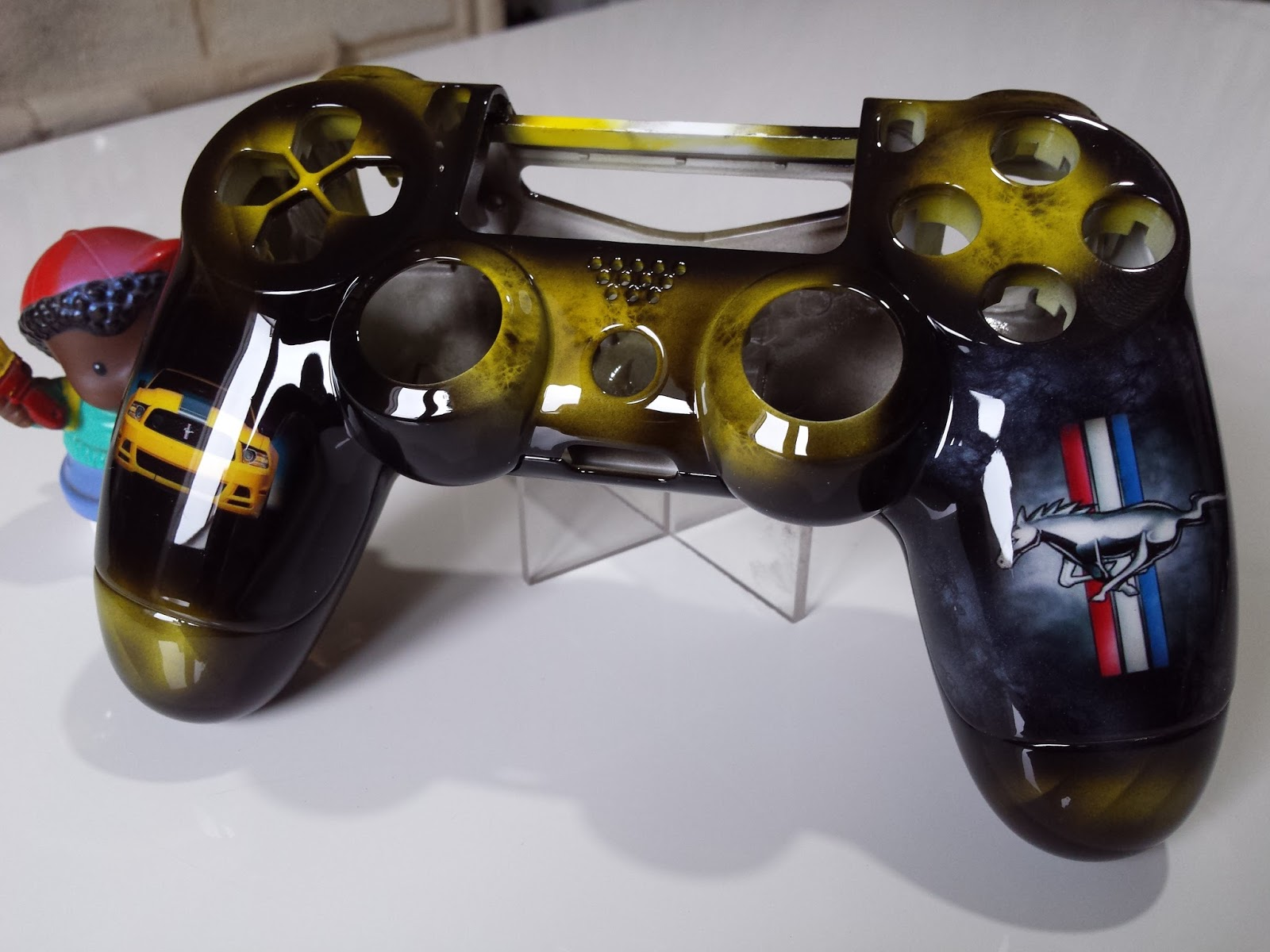 Custom 39 s 64 sp cialiste a rographie peinture custom ps4 for Deco xbox one