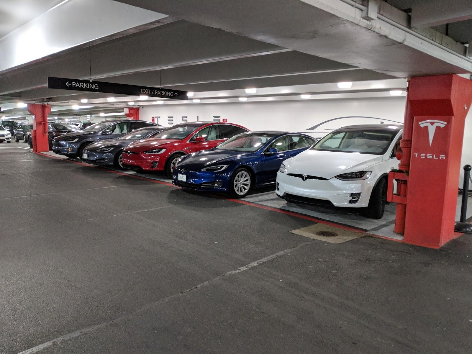 TeslaMall1.jpg