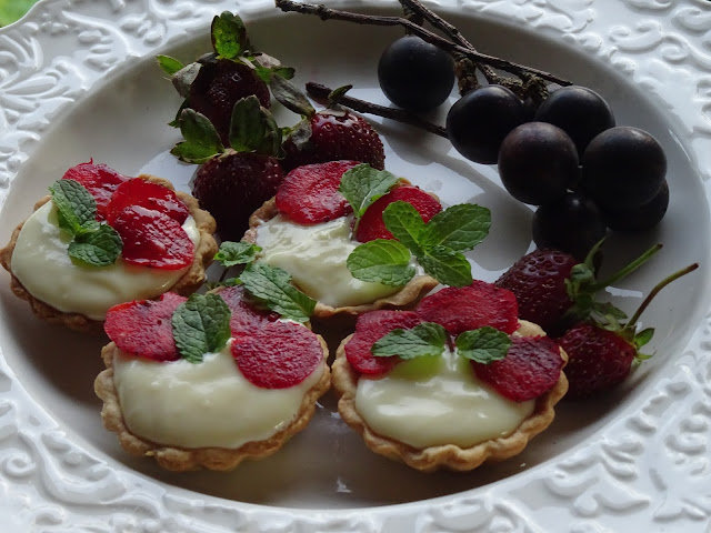 Strawberry & mascarpone tartlets