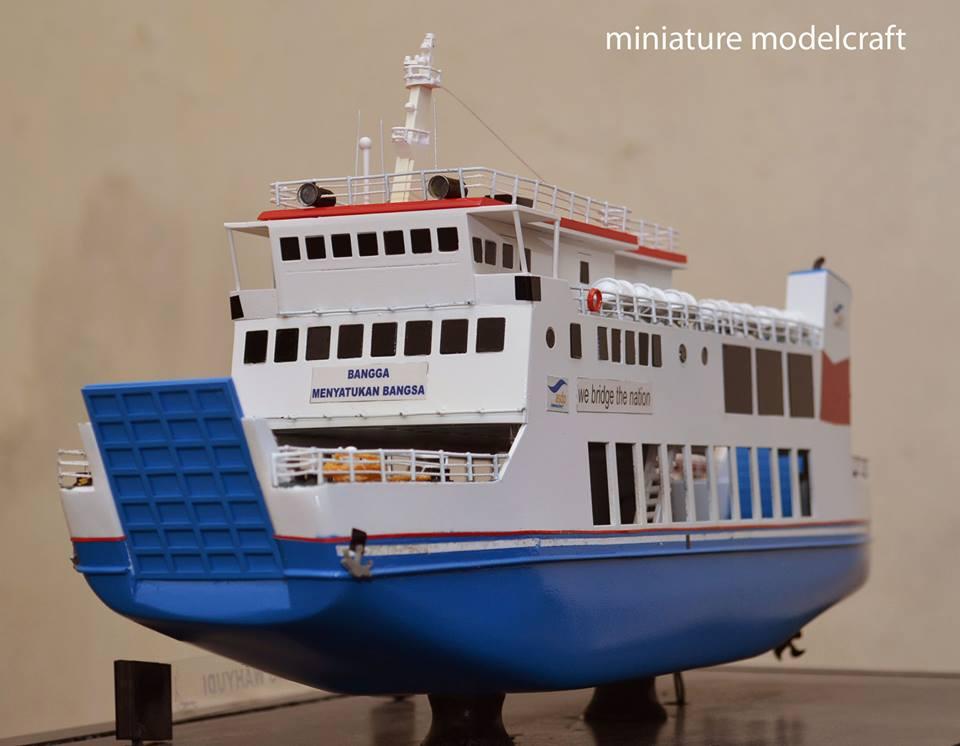 miniatur kapal ferry roro passenger ship kmp muria berkualitas
