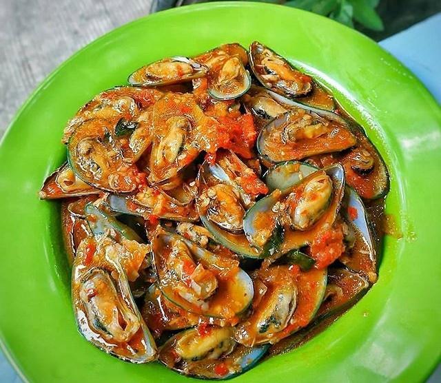 Hidangan Seafood Kerang Ijo Saus Padang.