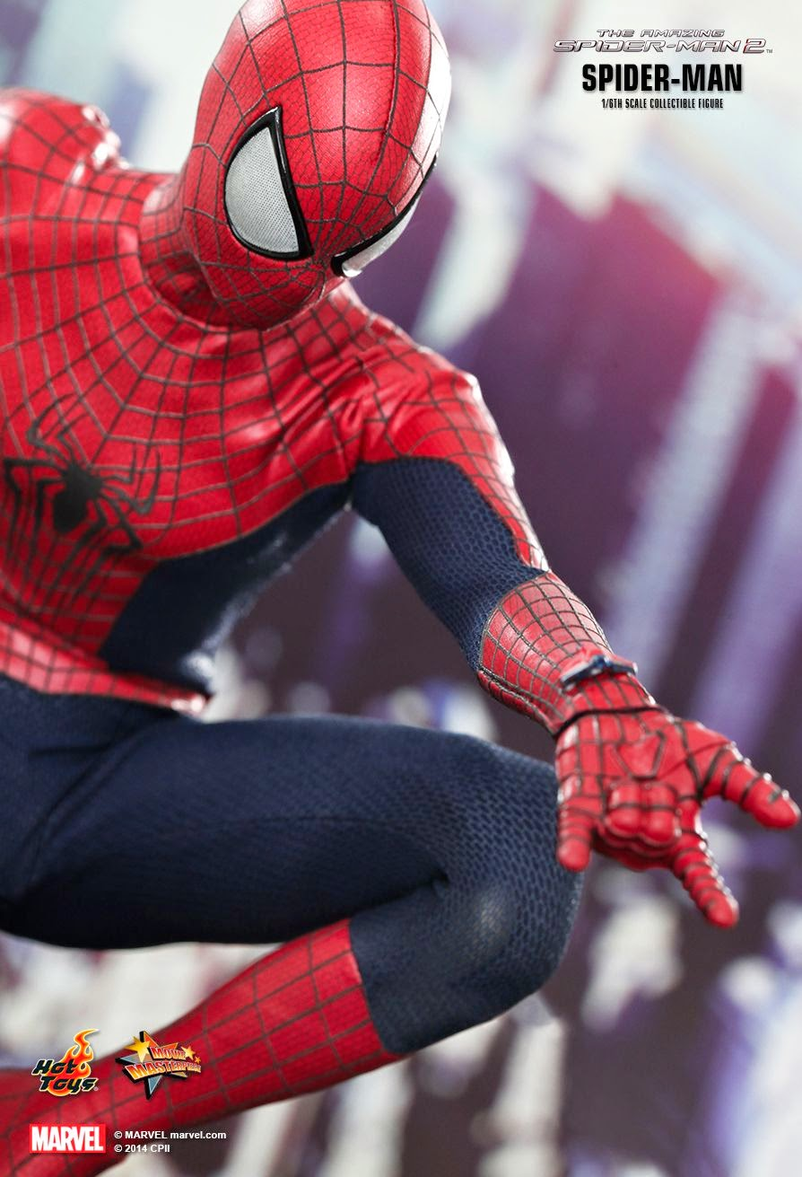 """6 Amazing Simple And Smart Everyday Outfits For Men: Hot Toys' 1/6 Spider-Man Collectible Figure From """"The"""
