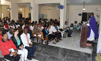 Precandidato a alcalde por San Luis Manuel Fleming encabeza misa en honor a aspirantes