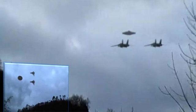 Jet Mengawal Pesawat Ufo