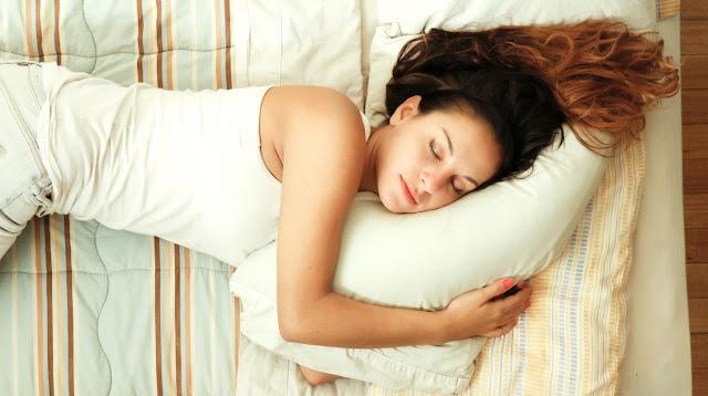 A las mujeres inteligentes les cuesta más trabajo despertarse temprano, según estudios